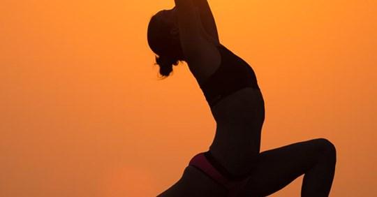 Non è possibile uscire, ma chi vuole può esercitare l'antica disciplina dello Yoga seguendo le lezioni on-line